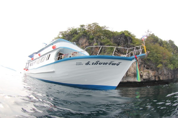 day trip dive boat